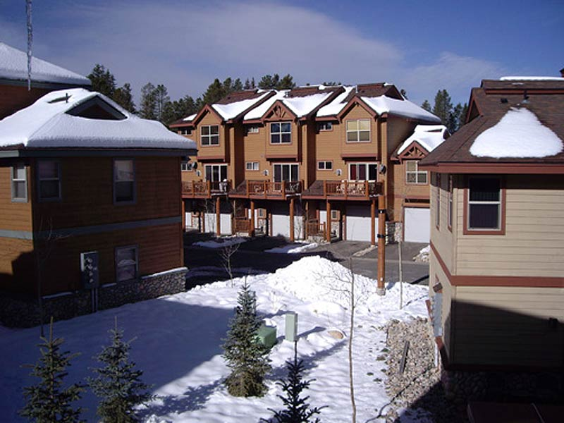 sawmill station townhomes exterior