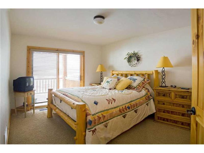 spruce ridge townhomes bedroom