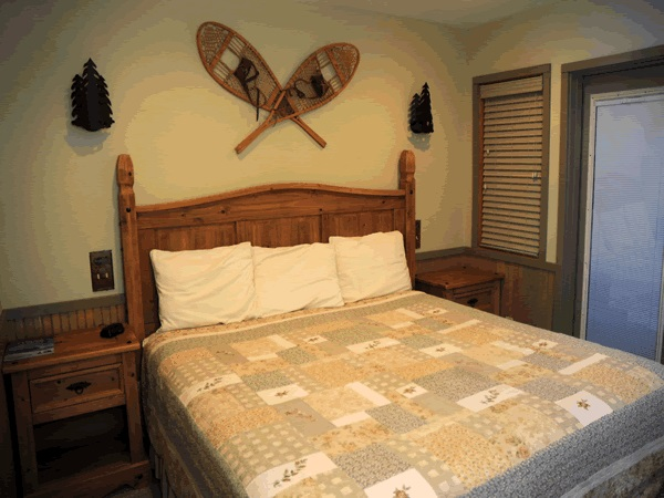 woodspur lodge bedroom