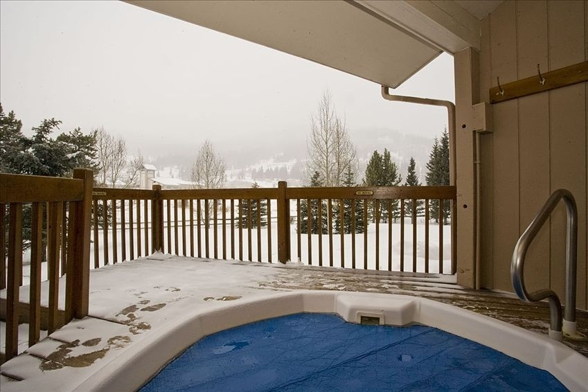 peregrine condominiums outdoor hot tub
