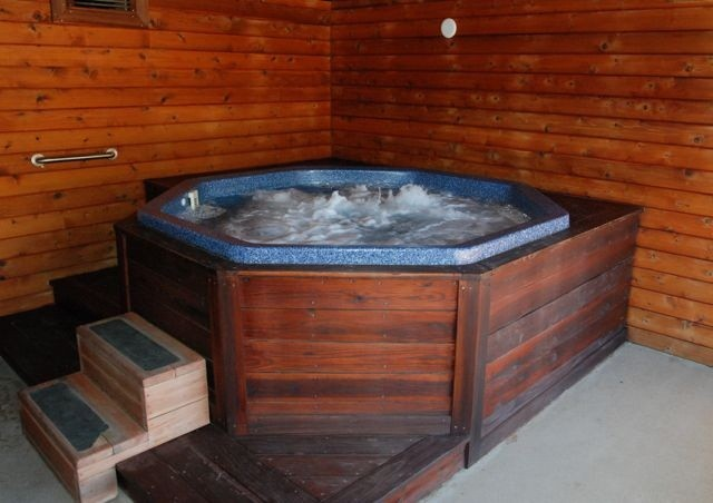 Westlake lodge hot-tub, spa