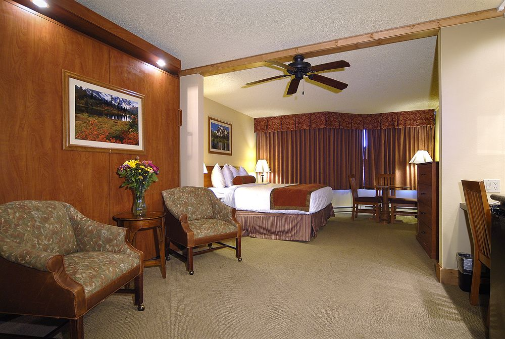 grand lodge hotel guestroom
