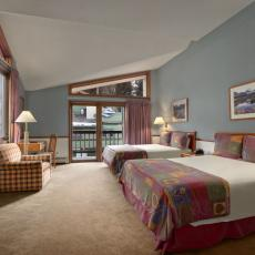 mountain house lodge bedroom