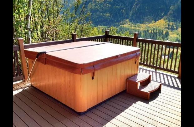 mountain valley retreat hot tub