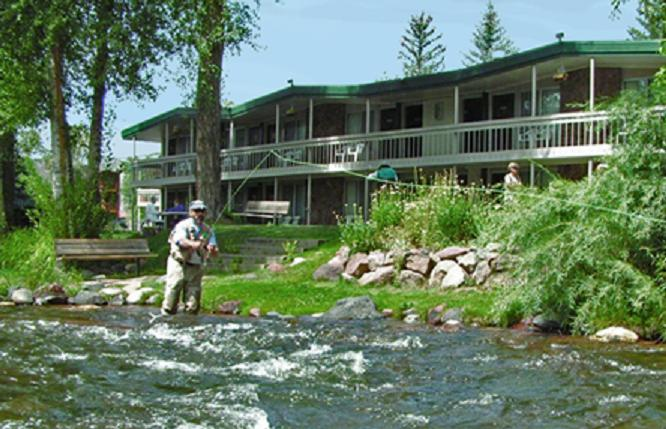 aspenalt lodge exterior, riverside